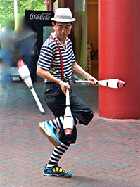 Juggling for hire Singapore, Roving Juggling Singapore, Juggling Shows Singapore, Buskers,   magic And Circus Show Eccentrix by Jon Danger